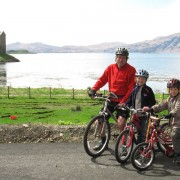 The new section of the Sustrans Cycle Route runs close to the loch side giving excellent views of Castle Stalker.